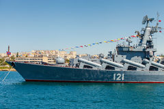 SEVASTOPOL, CRIMEIA - 9 DE MAIO: Parada dos navios de guerra Imagens de Stock Royalty Free