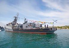 SEVASTOPOL, UCRÂNIA -- MAIO DE 2013: Um navio de guerra moderno Fotografia de Stock Royalty Free