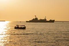 Sevastopol Ukraina - Juli 30, 2011: Det militära skeppet royaltyfri foto