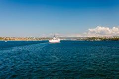 SEVASTOPOL UKRAINA, SIERPIEŃ, - 24 Statek Adriana fotografia stock