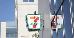 Seven Eleven livsmedelsbutikmarknad Fotografering för Bildbyråer