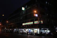 Seven Eleven shoppar i Bangkok Arkivfoton