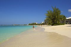 Seven Mile beach in Grand Cayman, Caribbean Royalty Free Stock Images