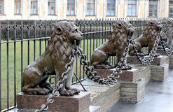 Several statues of bronze lions along the fence Royalty Free Stock Photography