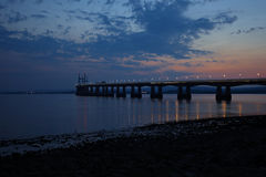 Severn桥梁在晚上 库存图片