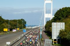 Severn Bridge Half Marathon, Gloucestershire, Reino Unido imagenes de archivo