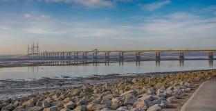 Severn Bridge novo tomado de Severn Beach, lado de Gloucestershire, Inglaterra fotografia de stock