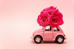 Free Severodvinsk, Russia, December 14, 2019: Pink Retro Toy Car Delivering Bouquet Of Rose Flowers On Pink Background. February 14, Royalty Free Stock Photo - 167091825