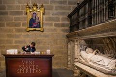 Sevilha, a Andaluzia, Espanha - 27 de março de 2008: O interior da catedral de Sevilha Foto de Stock