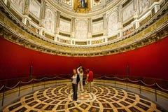 Sevilha, a Andaluzia, Espanha - 27 de março de 2008: O interior da catedral de Sevilha Foto de Stock Royalty Free
