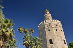 Sevilha, a Andaluzia, Spain Torre del oro, torre defensiva medieval árabe Imagens de Stock Royalty Free