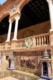 Sevilha. Azulejos típicos da cerâmica de Espana da plaza fotos de stock