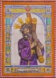 Sevilha - Cristo telhado cerâmico com a cruz pelo manufactory Campos de Sevilha na fachada da igreja Imagens de Stock