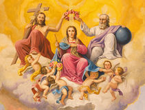 Sevilha - o fresco da coroação da Virgem Maria no teto do presbitério da igreja Basílica de la Macarena Fotografia de Stock