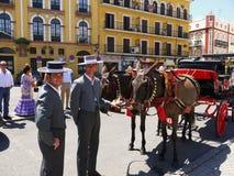 Sevilha Spain/17 de abril de 2013/dois motoristas no vestido tradicional foto de stock