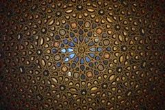 Sevilha - teto espelhado, Salão dos embaixadores no Alcazar real fotografia de stock royalty free