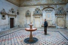 Sevilla, Andalucía, España - 27 de marzo de 2008: El interior de la catedral de Sevilla, Patio del Cabildo Imagen de archivo libre de regalías