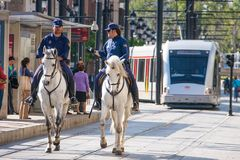 Sevilla, Andalucía, España - 27 de marzo de 2008: policía con el caballo Foto de archivo
