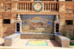 Sevilla. Azulejos típicos de la cerámica de Espana de la plaza imagenes de archivo