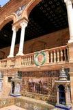 Sevilla. Azulejos típicos de la cerámica de Espana de la plaza fotos de archivo