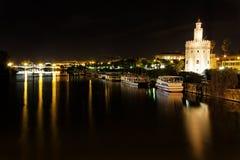 Sevilla bij Nacht Stock Afbeeldingen
