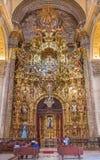 Sevilla - der Altar der sakramentalen Kapelle in der barocken Kirche von El Salvador (Iglesia-del Salvador) Stockfotos