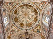 Sevilla - el fresco barroco en la cúpula de la iglesia Hospital de los Venerables Sacerdotes de Juan de Valdes Leal imágenes de archivo libres de regalías