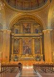Sevilla - el presbiterio y el altar principal con la pintura central la adoración de pastores en la iglesia Iglesia de la Anuncia Imágenes de archivo libres de regalías