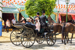 Sevilla, España - 23 de abril de 2015: Gente en tra tradicional del vestido Imagen de archivo libre de regalías