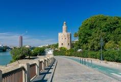 Sevilla guld- torn Arkivfoto