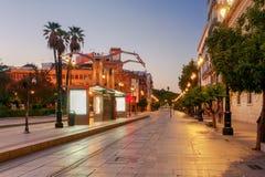 Sevilla Konstitutions-Allee nachts Lizenzfreie Stockfotografie
