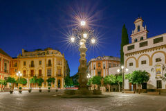 Sevilla Plaza de la Virgen los Reyes fotografering för bildbyråer