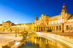 Sevilla plaza Spanien på skymning Arkivfoto