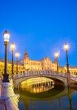Sevilla plaza Spanien på skymning Arkivbilder