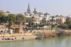 Sevilla, Spanien, Frühling entlang dem Fluss Guadalquivir Lizenzfreies Stockbild