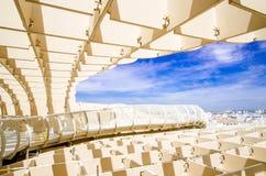 SEVILLA SPANIEN - JUNI 05: Metropol slags solskydd i Plaza de la Encarna Fotografering för Bildbyråer