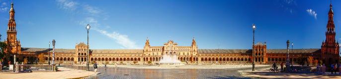 SEVILLA SPANIEN - OKTOBER 16,2012: Panoramasikt av plazaen Espana Arkivfoton
