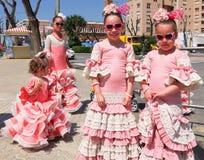Sevilla Spanje/16 April 2013/Jonge kinderenkleding in traditie stock afbeeldingen