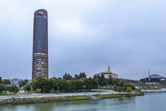 Sevilla Tower, grattacielo dell'ufficio nella città di Siviglia, Spagna fotografia stock