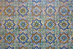 Seville - detaljen av tegelplattor i mudejar stil i borggård av Casa de Pilatos royaltyfri fotografi