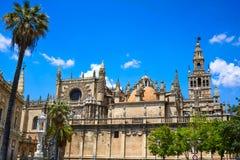 Seville domkyrka och Archivo Indias Sevilla Arkivbild