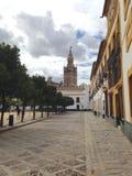 Seville Giralda från Uteplats de Banderas Arkivbilder
