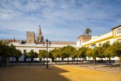 Seville Giralda katedralny wierza od Alcazar Sevilla Andalusi obrazy stock