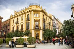 SEVILLE, HISZPANIA -: LUTY 27, 2018 - Plac Virgen De Los Reyes Hiszpania obrazy royalty free