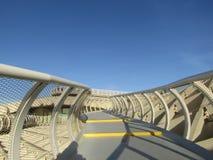 Seville, Hiszpania Stara ćwiartka - Metropol Parasol przejście - zdjęcia stock