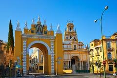 Seville Puerta De Los angeles Macarena i bazylika obrazy stock