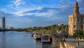 Seville Spanien Andalusia Torn och flod arkivfoton