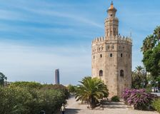 SEVILLE SPANIEN - CIRCA OKTOBER 2017: Guld- torn eller Torre del Nolla Fotografering för Bildbyråer