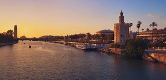 Seville zmierzchu linii horyzontu torre Del Oro w Sevilla Obrazy Stock
