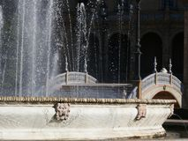 Sevillla Spanien, 01/02/2007 Royal Palace fyrkant springbrunn arkivbilder